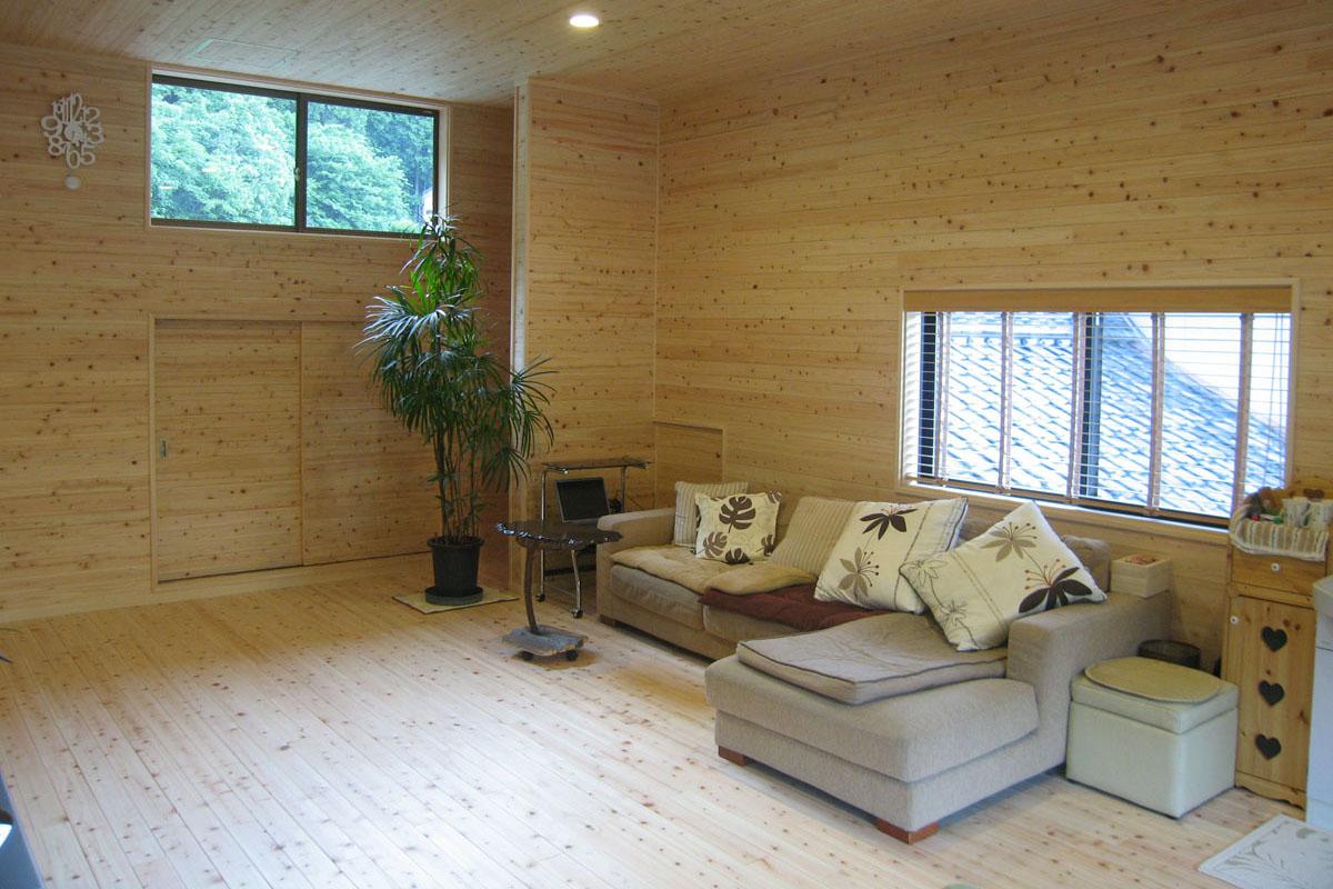 和室を、天然ヒノキ無垢材に囲まれた山小屋風の寝室に。